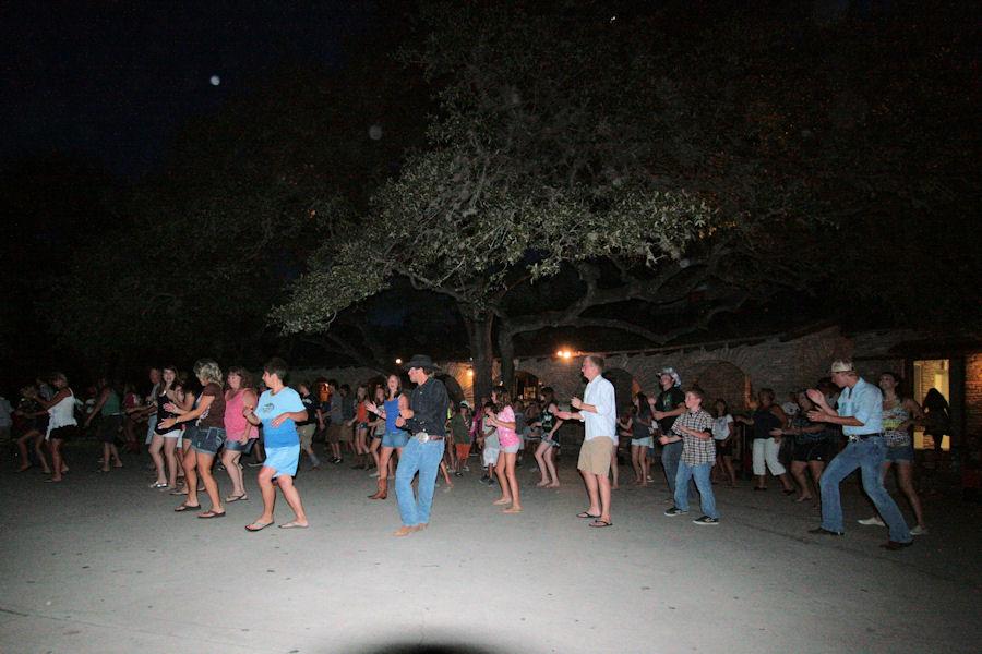 http://www.texasbob.com/travel/images_dance/tbt_gdance_12.jpg